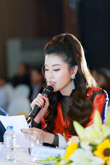 Huyen My thay doi hinh tuong yeu kieu sang style rock chic cuc chat - Anh 3