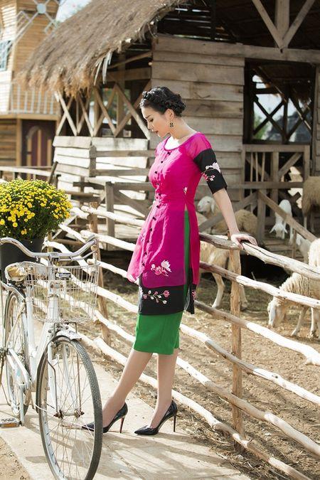 Sieu mau Thanh Hang rang ro voi 9 mau ao dai cach tan nhieu mau sac dien Tet - Anh 10
