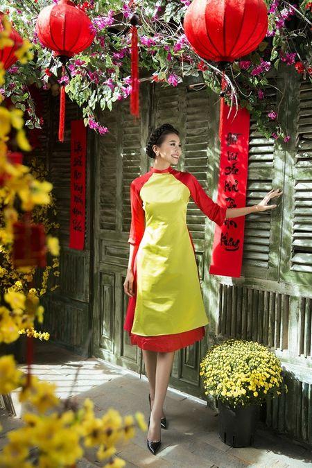 Sieu mau Thanh Hang rang ro voi 9 mau ao dai cach tan nhieu mau sac dien Tet - Anh 1