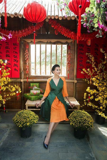 Sieu mau Thanh Hang rang ro voi 9 mau ao dai cach tan nhieu mau sac dien Tet - Anh 2