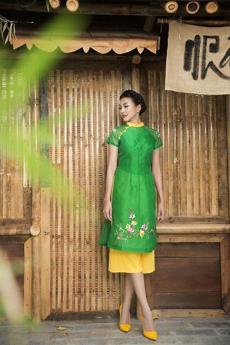 Sieu mau Thanh Hang rang ro voi 9 mau ao dai cach tan nhieu mau sac dien Tet - Anh 8