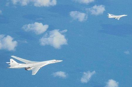 2 may bay nem bom Nga xuat hien gan khong phan Anh - Anh 1