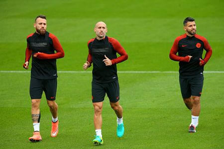 Nhan 200 trieu bang, HLV Guardiola 'thay mau' Man City - Anh 1