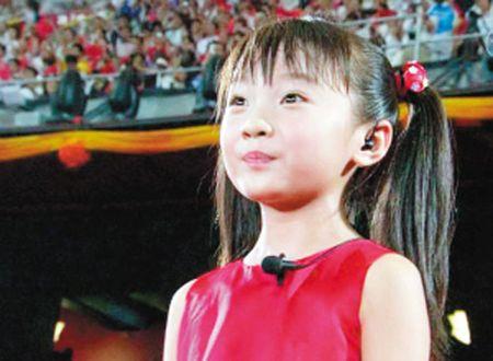 Co be hat khai mac Olympic Bac Kinh cang lon cang xinh dep - Anh 1