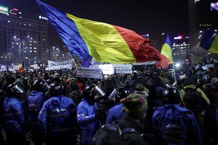 Nguoi dan Romania muon 'giai quyet dut diem' nan tham nhung - Anh 1