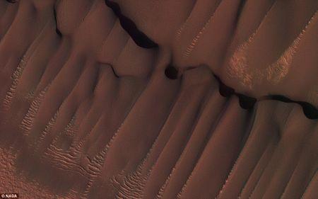 An tuong anh sao Hoa cuc 'chat' gui ve tu ve tinh HiRISE - Anh 1