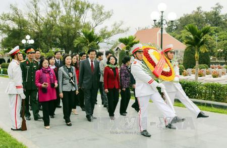 Truong ban Dan van Trung uong tham va lam viec tai Dien Bien - Anh 1