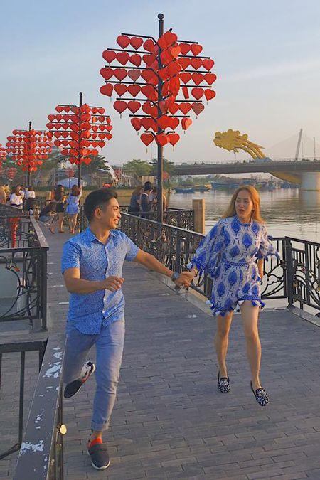 Bat ngo truoc hanh dong 'ham nong tinh cam' cua Khanh Thi - Phan Hien - Anh 8
