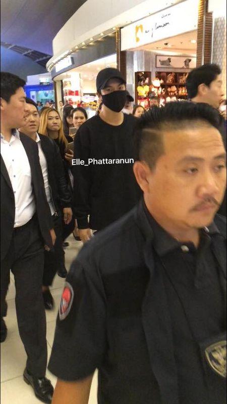 Hon loan canh fan Thai tien Lee Min Ho ve nuoc tai san bay - Anh 2