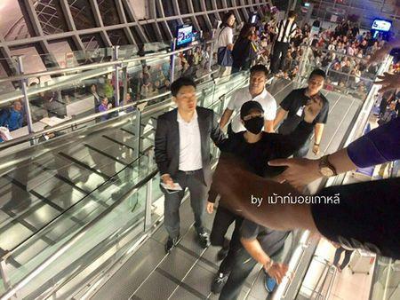 Hon loan canh fan Thai tien Lee Min Ho ve nuoc tai san bay - Anh 4