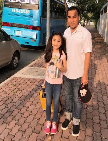 "Sao Viet 24h qua: Huong Tram khien fan ""mung hut"" khi khoe qua Valentine som - Anh 10"