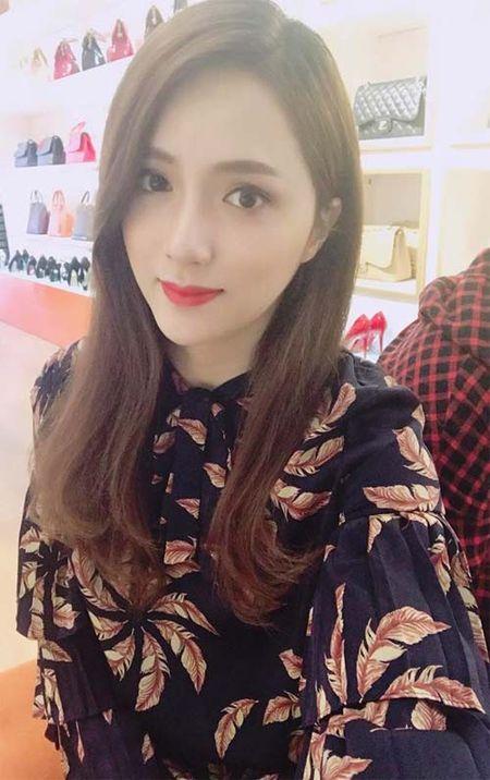 "Sao Viet 24h qua: Huong Tram khien fan ""mung hut"" khi khoe qua Valentine som - Anh 11"