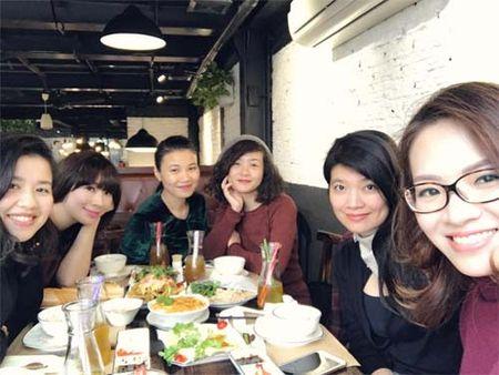 "Sao Viet 24h qua: Huong Tram khien fan ""mung hut"" khi khoe qua Valentine som - Anh 13"