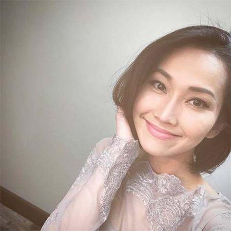 "Sao Viet 24h qua: Huong Tram khien fan ""mung hut"" khi khoe qua Valentine som - Anh 15"