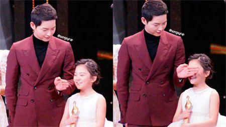 Khong phai Song Joong Ki, Gong Yoo moi la nguoi cac co gai muon hen ho nhat ngay Valentine - Anh 4