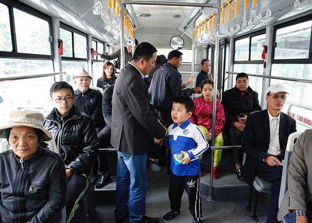 Luong khach tang deu, xe buyt BRT nhan duoc su hai long cua nguoi dan - Anh 1