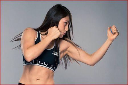 My nhan moi UFC: Xinh nhu ngoc, vo cao cuong - Anh 10