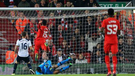 NHA truoc vong 25: Liverpool dau Tottenham, ngu ong dac loi - Anh 1
