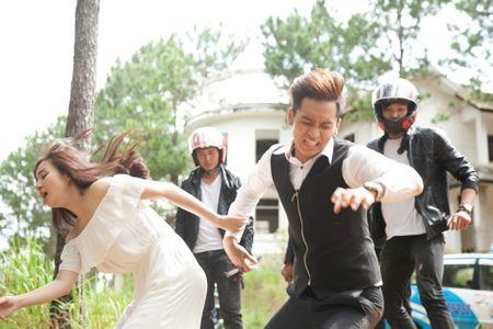 Vy Oanh sanh doi cung trai dep trong phim moi - Anh 5