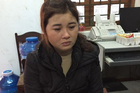Dang van chuyen 40kg thuoc bom di ban thi bi bat - Anh 1