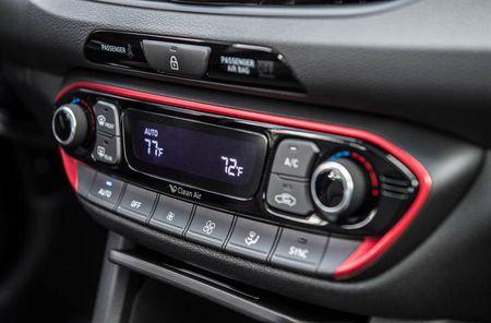 Ra mat Hyundai Elantra GT 2018 hoan toan moi - Anh 10