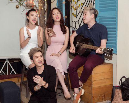 A hau Hoang Oanh tiet lo bien co cua gia dinh - Anh 3