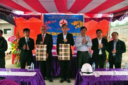 EVN Ha Noi dong loat khoi cong 35 cong trinh dau Xuan - Anh 1