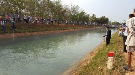 Tay Ninh: Vot duoc thi the 3 nguoi trong mot gia dinh duoi kenh nuoc - Anh 1