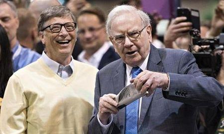 Bill Gates - Warren Buffett: Hay choi voi nguoi gioi hon ban - Anh 1