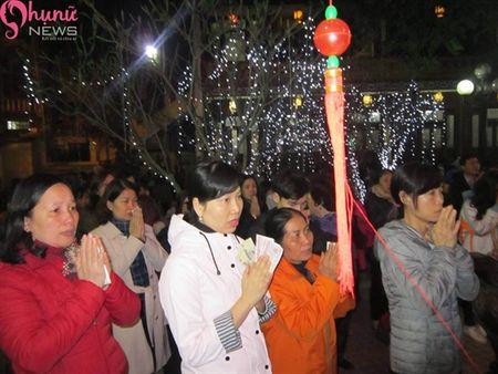 Hon 7000 nguoi do ve chua Phuc Khanh cau an dau nam - Anh 14