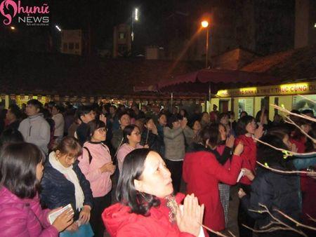 Hon 7000 nguoi do ve chua Phuc Khanh cau an dau nam - Anh 15