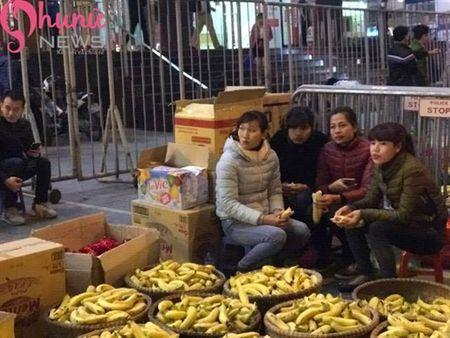Hon 7000 nguoi do ve chua Phuc Khanh cau an dau nam - Anh 8