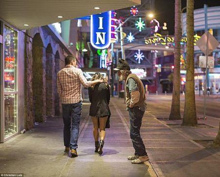 Goc toi duoi anh den hoa le cua Las Vegas - Anh 10