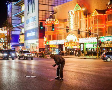 Goc toi duoi anh den hoa le cua Las Vegas - Anh 1