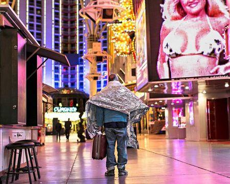 Goc toi duoi anh den hoa le cua Las Vegas - Anh 3