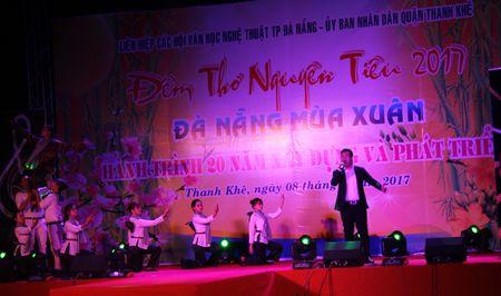 Da Nang: Thi ca song doi trong dem Tho Nguyen tieu 2017 - Anh 4