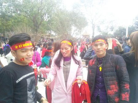 Bac Ninh: Gioi tre bay to tinh yeu dat nuoc trong Hoi Lim - Anh 2