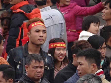 Bac Ninh: Gioi tre bay to tinh yeu dat nuoc trong Hoi Lim - Anh 7