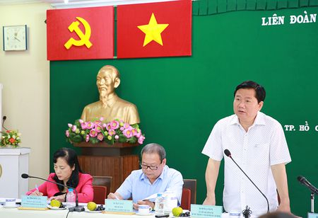 Bi thu Dinh La Thang: 'Nha o xa hoi gi 15 trieu dong/met vuong, cong nhan nao mua noi' - Anh 1