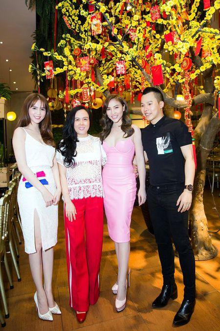 Ngoc Trinh nghi gi sau khi Hoang Kieu tuyen bo 'dong cua' Facebook? - Anh 11