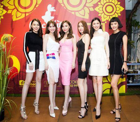 Ngoc Trinh nghi gi sau khi Hoang Kieu tuyen bo 'dong cua' Facebook? - Anh 12