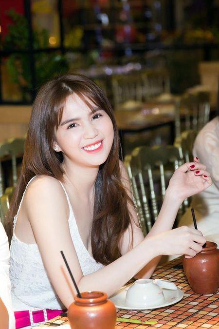 Ngoc Trinh nghi gi sau khi Hoang Kieu tuyen bo 'dong cua' Facebook? - Anh 2