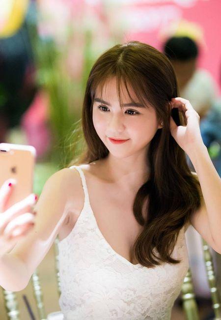 Ngoc Trinh nghi gi sau khi Hoang Kieu tuyen bo 'dong cua' Facebook? - Anh 3
