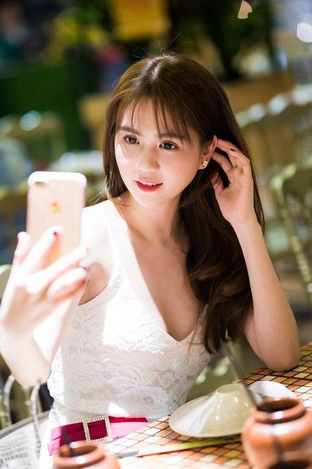 Ngoc Trinh nghi gi sau khi Hoang Kieu tuyen bo 'dong cua' Facebook? - Anh 4