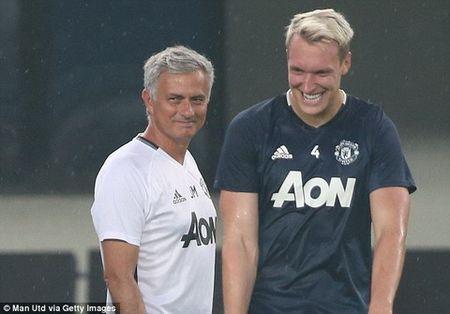 """Phil Jones: """"Cach dung nguoi cua Mourinho giong Alex Ferguson"""" - Anh 1"""