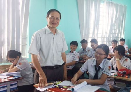 On thi THPT quoc gia: Can lam nhieu de thi minh hoa mon toan - Anh 1