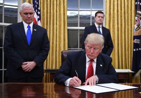 Bo Tu phap My lam gi de cuu lenh cam Hoi giao cua Trump - Anh 2