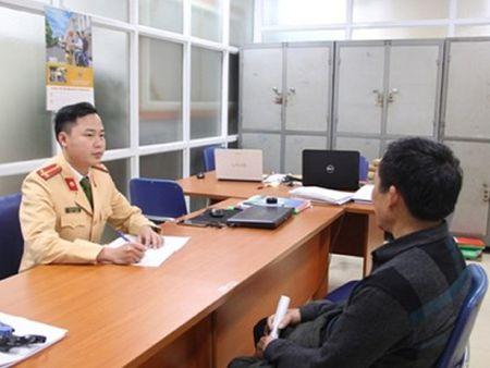 Xe Cuc Thue Ha Noi chay vao lan duong cam - Anh 1