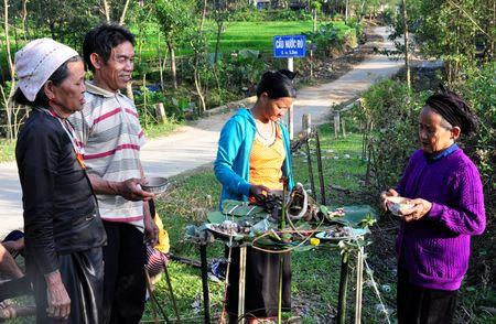 2.500 hoc sinh Quang Ngai chua den truong sau Tet - Anh 2