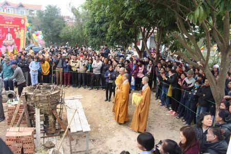 Bac Giang: Nguoi dan do xo mang vang den duc tuong Phat - Anh 1